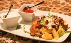 Cartofi bogati cu sos de usturoi si marar