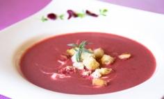 Supă cremă de sfeclă cu iaurt și rozmarin