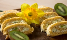 Ruladă cu brânză și kivi