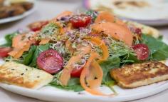 Salată de spanac cu vinaigrette cu lămâie și feta