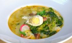 Supaă de salată cu bucăți de șuncă
