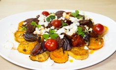 Salată caldă cu cartofi dulci