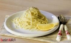 Spaghete cu lămâie, ulei și usturoi