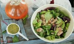 Salată asortată cu mușchiuleț de porc și vinyegrette cu mărar