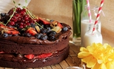 Tort de cocolată cu fructe