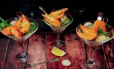 Cocktail de creveți pe salată