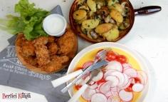 Aripioare de pui crocante cu cartofi noi cu ciuperci și salată de ridichi