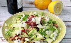 Salată cu feta și avocado